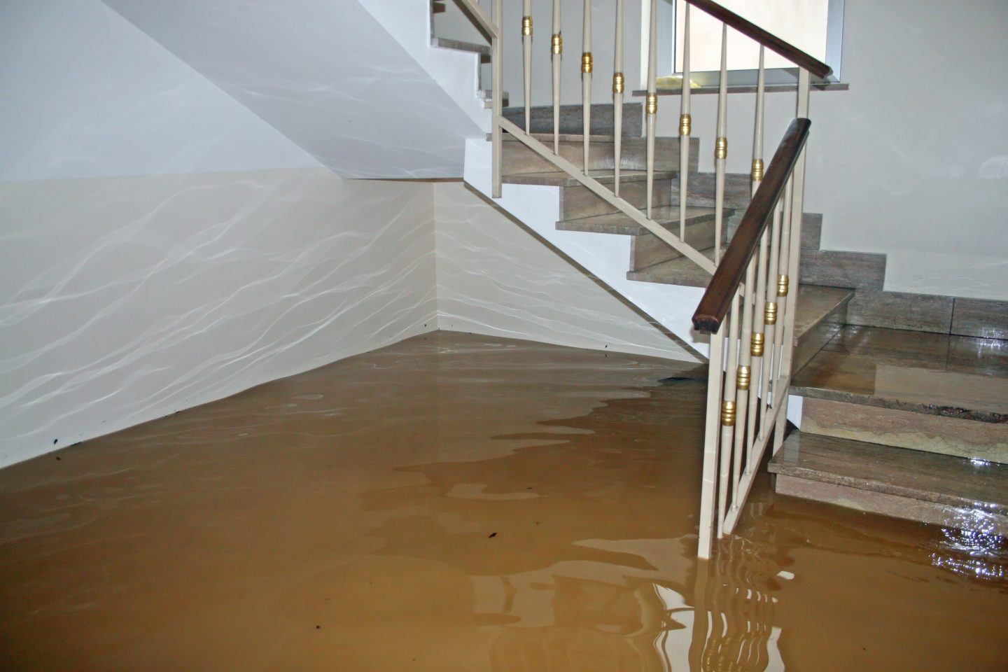 5 Tips for Handling Water Damage Removal After a Flood